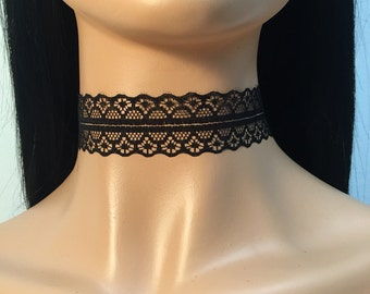 Dainty lace choker in black
