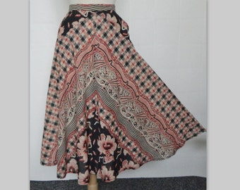 70s Highwaisted Vintage Skirt // Black And Red Brown // Size 38