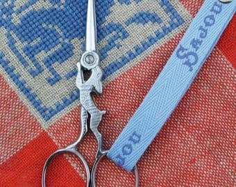 Chromed embroidery scissors hare model