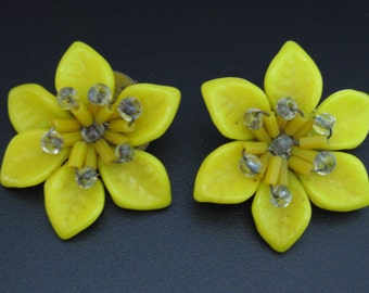 Vintage 1960s Yellow Flower Clip earrings