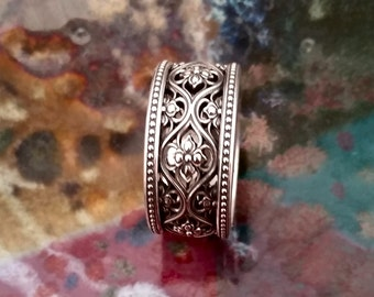 Valencia Gothic Antique Style Wedding Band in Sterling Silver