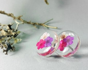 Sterling silver, Lavander violet, pale pink, flowers in resin, round earrings, botanical jewelry, pressed flowers studs, transparent studs