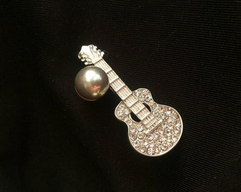 Guitar brooch with Swarovski and tarnished grey pearl (silver plated)