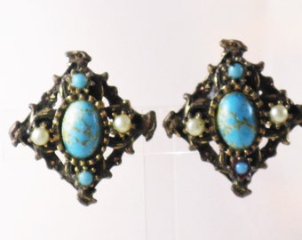 Vintage Faux Turquoise Faux Pearl Clip Earrings (E-1-1)