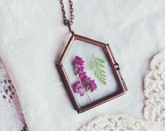 jardin des plantes necklace in pink heather.
