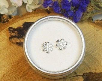 Snowflake Stud Earring in Solid Sterling Silver, Anti Tarnish Treated, Winter Earrings