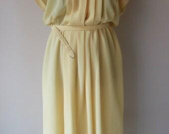 Beautiful late seventies faded yellow dress. EU 40
