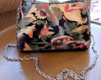 Signed Decoupage Purse Sandra Faith OOAK Vintage Lucite Leather Lined Art To Wear Long Silver Tone Chain Hinged Bottom Unique Clasp