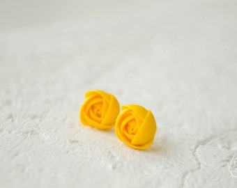 Yellow Rannuculus Stud Earrings Wholesale Women Accessory Small Hypoallergenic Flower Studs Birthday Wedding Bridal Gifts