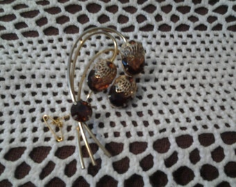 Vintage rhinestone Julianna D&E A TOUCH OF ELEGANCE for Sarah Coventry book piece brooch