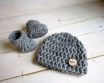 Baby Hat and Booties Set / 0-3 Months with Coconut Buttons / Strap Boot / Newborn