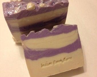 Wisteria Scented Soap  / Handmade Soap / Artisan Soap / Luxury Soap / Cold Process Soap / Scented / Skin Care / Bar Soap / Gift Soap