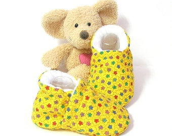 Handmade yellow baby slippers size 3 to 6 months Tricotmuse