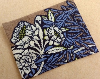 Morris Inspiried Rug Pattern  - Petit point - Minature