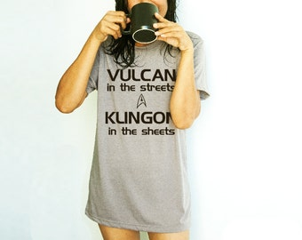 Star Trek Shirt with Sayings Funny Gift Vulcan in the streets Klingon in the sheets T-shirt Fan Tshirt with sayings Hand screen print