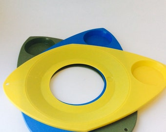 Vintage WilPak Plastic Plate Holder Mod Plastic Drink and Paper Plate Holders Yellow, Sage, Blue Picnic Plates Camping Kitchen Retro BBQ