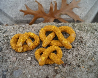 Organic and Vegan Pretzel Dog Treats - All Natural and Gluten Free Dog Treats - Pet Gift Puppy Biscuits