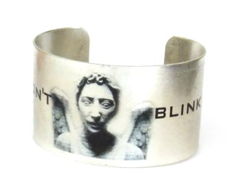 Doctor Who Cuff, Weeping Angel DON'T BLINK