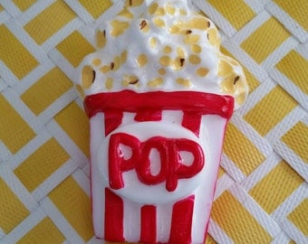 Popcorn brooch in red