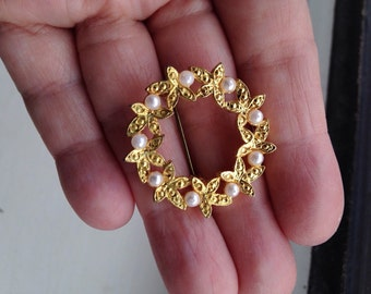Vintage Gold Tone Wreath with Faux Pearls Brooch