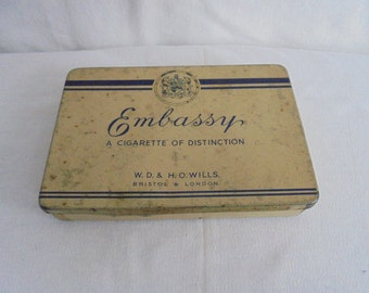 Vintage cigarettes Tin/engeland/embassy/a cigarette or distinction/tobacco/25 cigarettes can