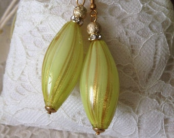 OLIVA TIP: blown Murano glass pendant with Pearl Earring.