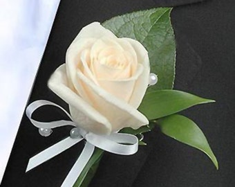 wedding boutonniere,bridal accessories,bride flowers