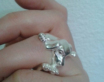 Ring in Silver 925% soft dog sculpture that hugs the finger