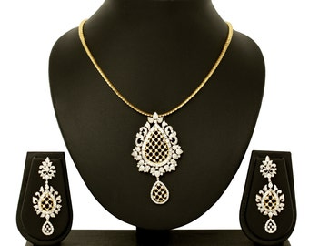 Diamond Earring and Pendant in 18K Gold and 7.77 Ct Diamonds, diamond necklace and earrings, diamond jewelry set, diamond pendant