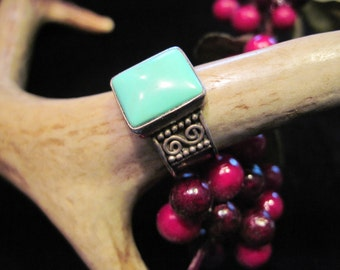 Lovely Turquoise Ring - vintage and signed by the maker