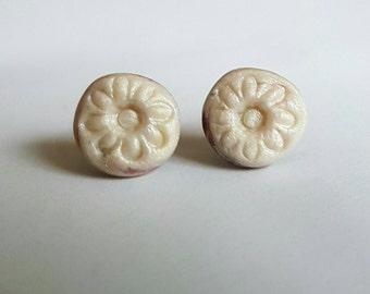 Pearl clay flower stud earrings.