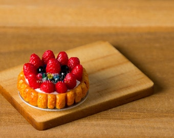 Dollhouse Miniatures Strawberry & Blueberry Cream Tart