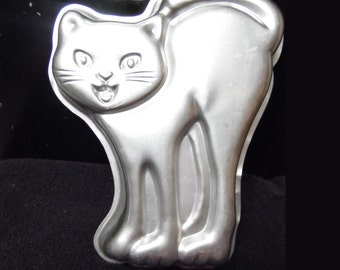 Scary Cat cake pan by Wilton