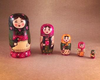 Hand painted wooden set of dolls (Matryoshka)