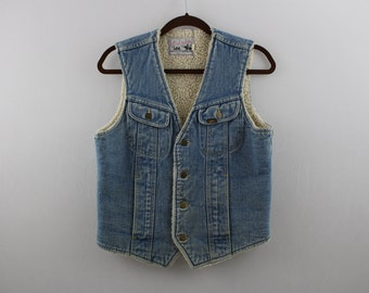 vintage LEE distressed fleece lined / cozy denim vest  >>Adult Small-Medium<<