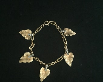 Women bracelete, gold tone, leaves and rhinestones, excellent vintage condition
