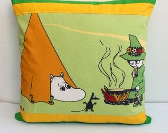 Moomin Nursery pillow case, Handmade Moomin and Snufkin  pillow case. Home decor Moomin and Snufkin cushion. Throw pillow room décor.