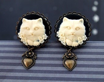 """Ivory black cat cameo plugs 21mm 13/16""""  gauges stretched ears lobes heart dangles"""