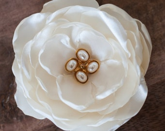 Small Liz Claibourne Late 70's-early 80's Jewelry Bridal Flower