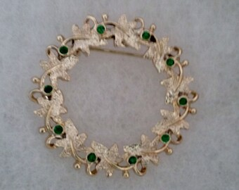 Gerry's Goldtone Crystal Holiday Wreath Brooch//Vintage Christmas Wreath Brooch