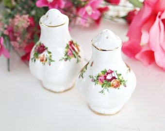 Royal Albert Old Country Roses Salt and Pepper Shakers: Pretty Salt and Pepper Shaker, Rose Salt and Pepper