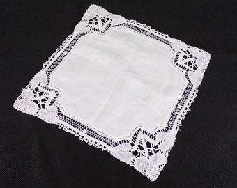 Wedding handkerchief vintage edges handmade lace, made in France, French lace, vintage French vintagefr old.