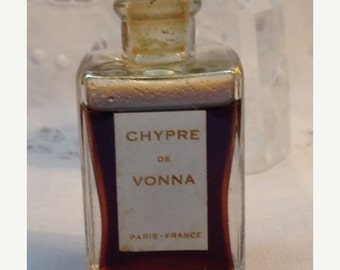 ON SALE .. Vonna, Chypre, 1 oz. Flacon, 1920, Pure Perfume Extrait, Paris, France ..
