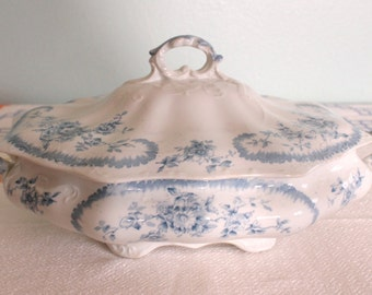 """Pitcairns Limited Tunstall England """"Clifton"""" Covered Vegetable Dish"""