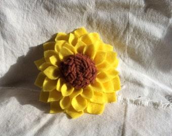 Sunflower felt brooch.