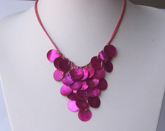 Stunning vintage fushia pink shell statement necklace