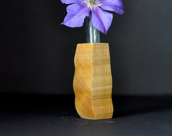 Flower bud vase with natural finish