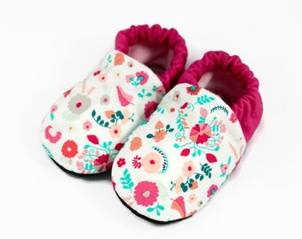 Spring floral baby shoes, spring floral baby booties, pink and white baby booties, newborn baby booties,infant baby shoes,crib shoes