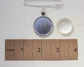 Silver kilt pin brooch jewellery kit.