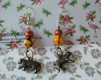Tigers!, earring Tiger beads orange and red, spotted black!